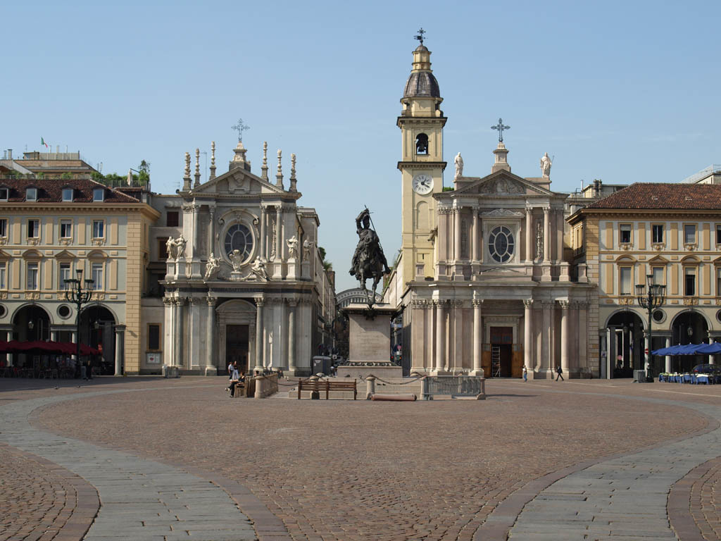 Piazza San Carlo: the most beautiful square of Turin